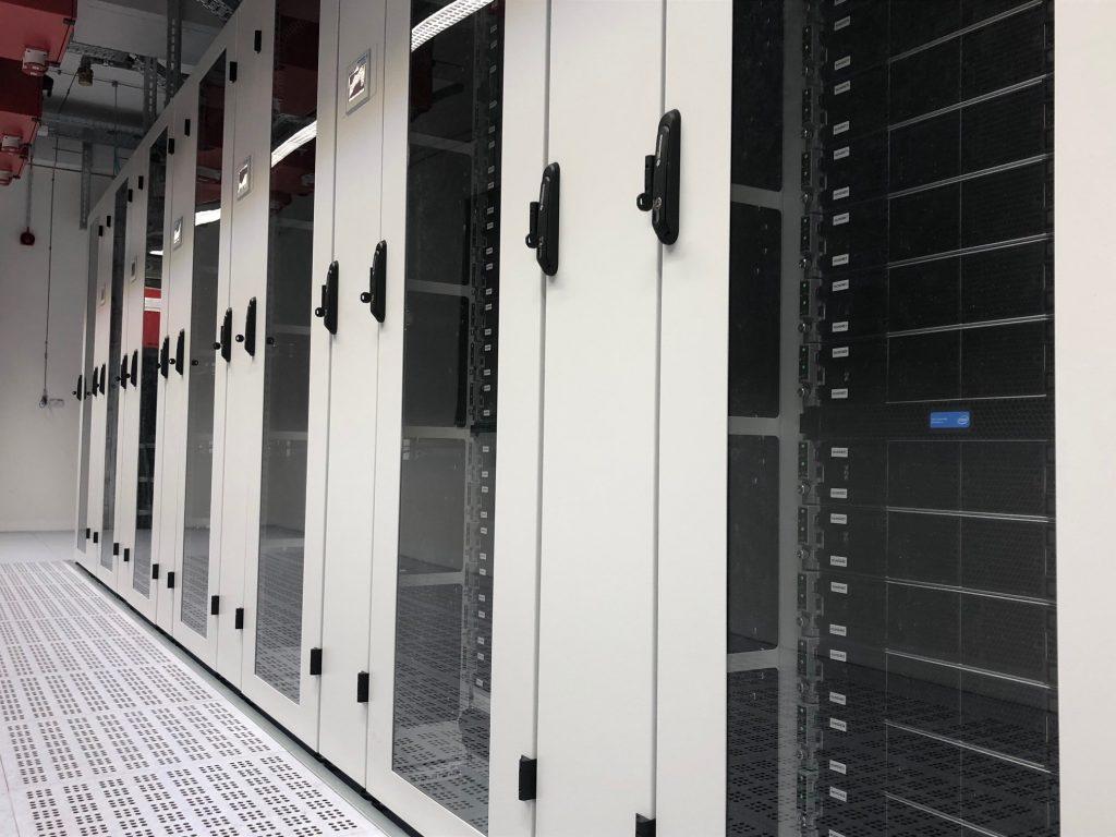 CLAIX-2018 im IT Center der RWTH Aachen University - schnellster Hochleistungsrechner an einer deutschen Universität und Platz 92 unter den TOP500 weltweit.