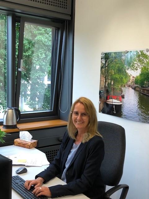 Renate Didolff in ihrem Büro im IT Center der RWTH Aachen. Am Standort Seffenter Weg 23 fühlt sie sich wohl und arbeitet gerne hier.