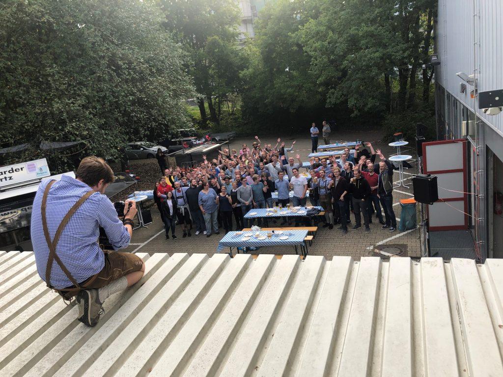 Wie unser Gruppenbild zeigt, feierte das IT Center dieses Jahr am Standort Wendlingweg 10. Anders, aber keinesfalls weniger schön.