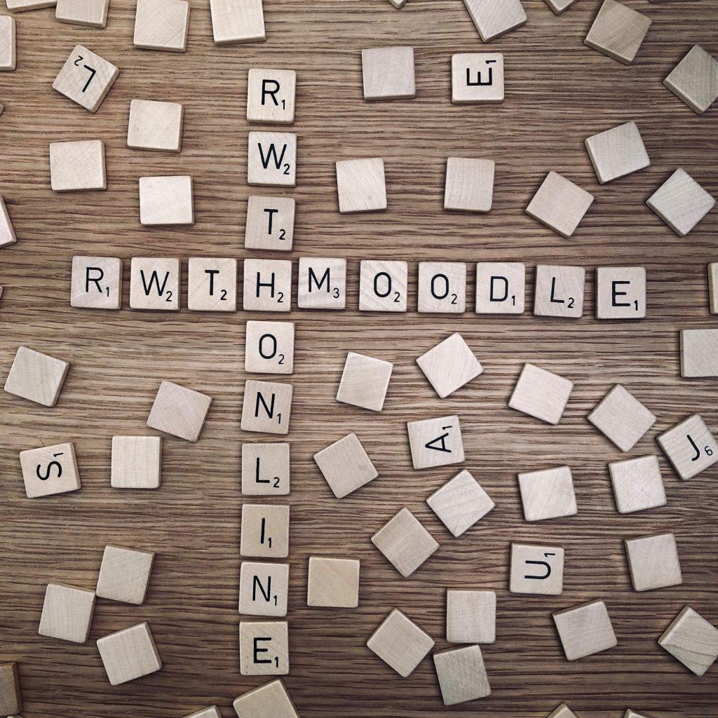 RWTHonline und RWTHmoodle – zwei unterschiedliche Systeme, die jedoch eng miteinander verbunden sind.