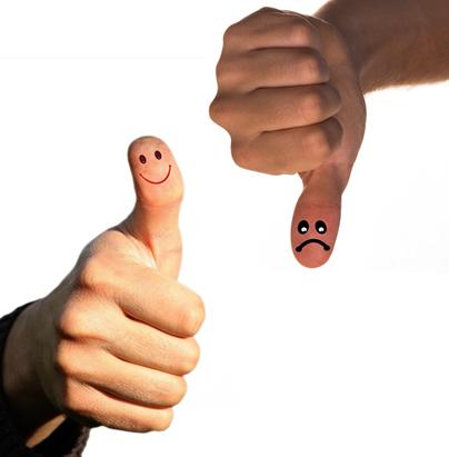 Daumen hoch für den positiven Führungsstil. Dieser hat viele Vorteile. (Quelle: pixabay.com)