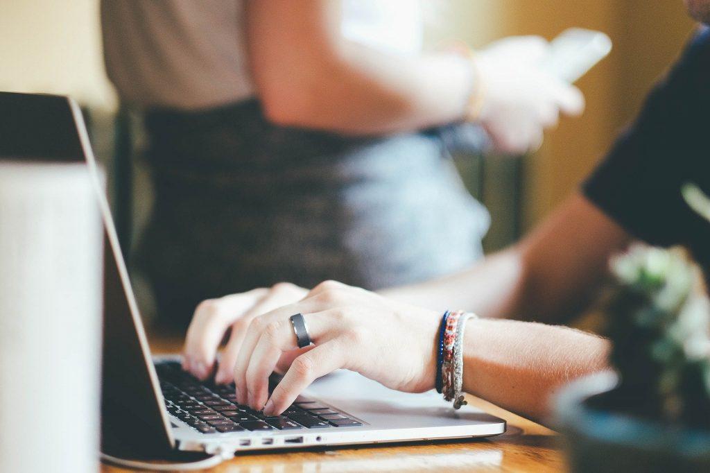 Home Office - zusammen leben, alleine arbeiten. Eine Herausforderung für Wohngemeinschaften und Familien.