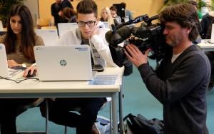 """Startschuss für """"SAM on Tour"""" am Geschwister-Scholl-Gymnasium Aachen. Auch das WDR-Fernsehen war mit dabei. Foto: Theilmann"""