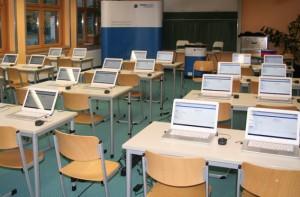 """Mit """"SAM on Tour"""" kommt das Team SelfAssessment der RWTH Aachen mit einem mobilen Computerlabor in die Schulen. Foto: Christoph Peters / RWTH Aachen"""