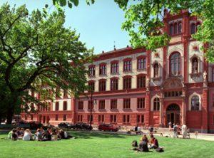 Online-SelfAssessments sollen an der Universität Rostock künftig Studieninteressierte bei der Suche nach dem passenden Studiengang unterstützen. Foto: Universität Rostock